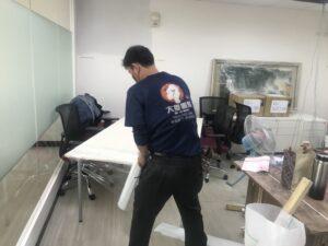 台北市搬家案例.台北市大安區辦公室桌椅、藝術掛畫等包裝與搬運1