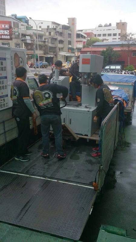 新北市搬家案例.103年新北市三重區三興電子機械設備搬運8