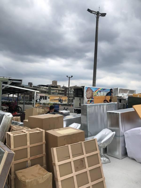 新北市搬家案例.拆兩個貨櫃與搬運-協助客戶進行外國進口特殊家具組裝8