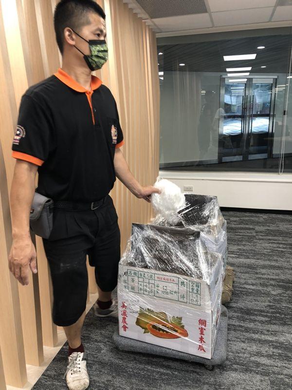 台北市搬家案例.松山區三邦國際公司喬遷辦公用品搬運4