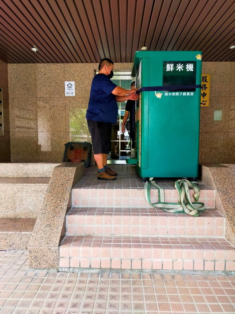 台北市內湖區搬家案例.鮮米自動販賣機鮮米機社區內搬運移動4